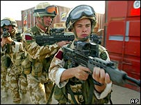 Paras on patrol in Iraq