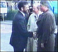 Bill Clinton and Gerry Adams shake hands
