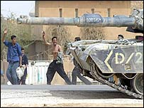 US tank enters Baghdad