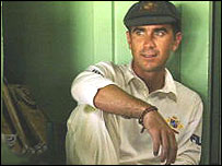 Justin Langer awaits your e-mails