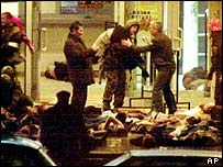 Hostages lying in front of Moscow theatre 