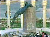 The statue of Saddam is toppled in al-Fardus square