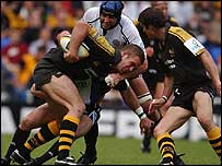 Wasps flanker Joe Worsley takes the ball up for Bath