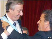 New Argentine president Nestor Kirchner, left, and his predecessor Eduardo Duhalde