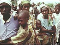 Tutsi refugees flee the homicide