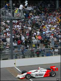 Gil de Ferran takes the chequered flag at the end of the Indy 500