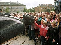 Latvians celebrate the fall of communism in 1991