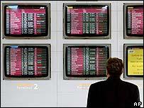Screens at Paris Roissy-Charles de Gaulle airport