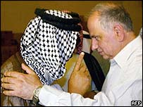Iraqi opposition leader Ahmed Chalabi meets a sheikh in Nasiriya