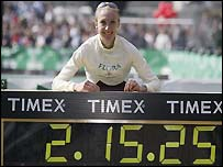Paula Radcliffe celebrates her 2003 world record in London