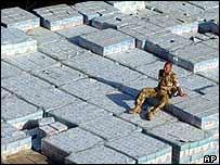 Crates of water reach Umm Qasr   AP
