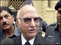 Lawyer Abdul Waheed Khan, defendent of Mohammad Imran