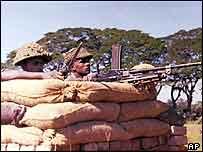 Indian troops man machine gun during 1971 India-Pakistan War