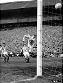 Kenny Cameron equalises for Dundee