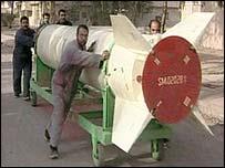 Iraqis with al-Samoud missile