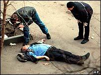 Detectives photograph Yushenkov's body