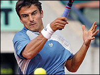 Spain's Tommy Robredo plays a forehand against Gustavo Kuerten