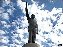 Saddam Hussein statue in Baghdad
