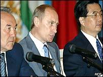Russian President Vladimir Putin (C), his Chinese counterpart Hu Jintao (R) and Kazakh president Nursultan Nazarbayev (L)