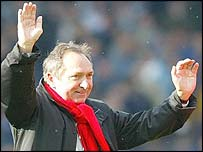 Liverpool boss Gerard Houllier celebrates his team's victory