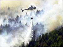 Helicopter tackles forest fire