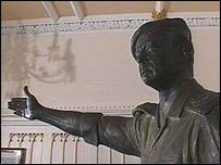 Statue of Saddam Hussein