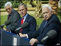 Palestinian Prime Minister Abu Mazen (left), President Bush (centre) and Israeli Prime Minister Ariel Sharon in Aqaba