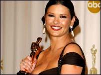 Catherine Zeta Jones with Oscar