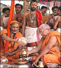 Hindu priests offer rain prayers in Andhra Pradesh