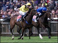 Ameerat (left) edges out Muwakleh in the 1,000 Guineas of 2001
