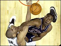 San Antonio's Tim Duncan and Dikembe Mutombo of New Jersey tussle for the ball