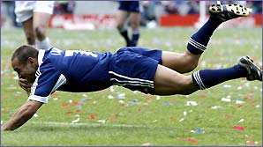 Adrian Lam goes over for a score in the 2002 Challenge Cup final