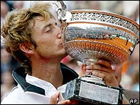Juan Carlos Ferrero acquaints himself with the French Open trophy