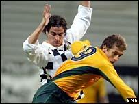 Stilian Petrov tangles with Luis Pedrosa