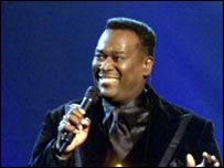 Vandross singing in 2002