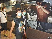 Commuters in surgical masks to protect against Sars