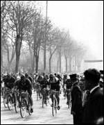 Riders race around in Paris