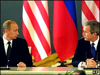 Vladimir Putin (l) and George W Bush