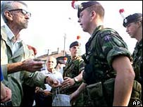Serb confronts British Kfor soldier in Mitrovica