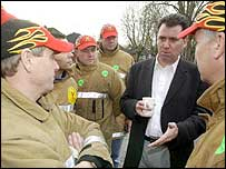 Andy Gilchrist meets firefighters on the picket line