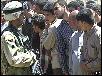 US soldier faces Iraqis outside school in Falluja