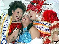 Nongnuch Paynguleaom (C) celebrates after winning the Miss Jumbo Queen Contest 2003