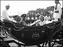 Viceroy Mountbatten in Delhi on 18th August 1947 (centre)