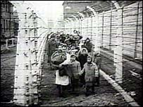 People imprisoned in a Nazi camp