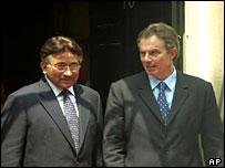 Pervez Musharraf (L) and Tony Blair (R)