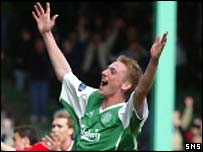 Derek Riordan celebrates his first and Hibs' second goal