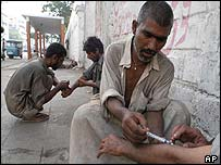 Drug takers in Pakistan