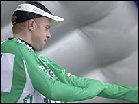 Jaan Kirsipuu puts on the green jersey during the 2001 race