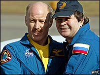 Kenneth Bowersox (l) and Russian cosmonaut Nikolai Budarin