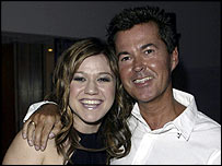 Fuller with the first American Idol winner, Kelly Clarkson